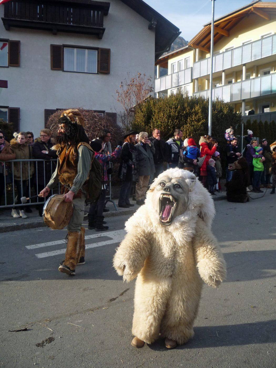 Das war der einzige Bär von dem ich keine Angst hatte. Sonst habe ich mich immer in der 2. Reihe versteckt ;-).