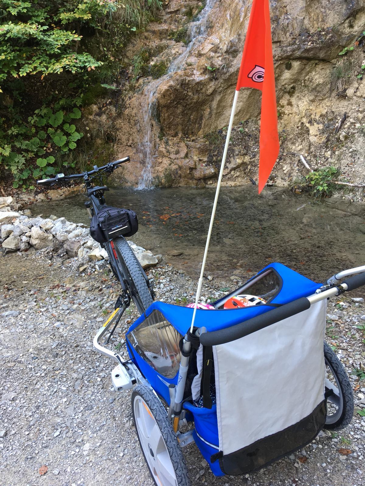 Kids on tour: Im Fahrradanhänger durch das wilde Naturjuwel Vomperloch