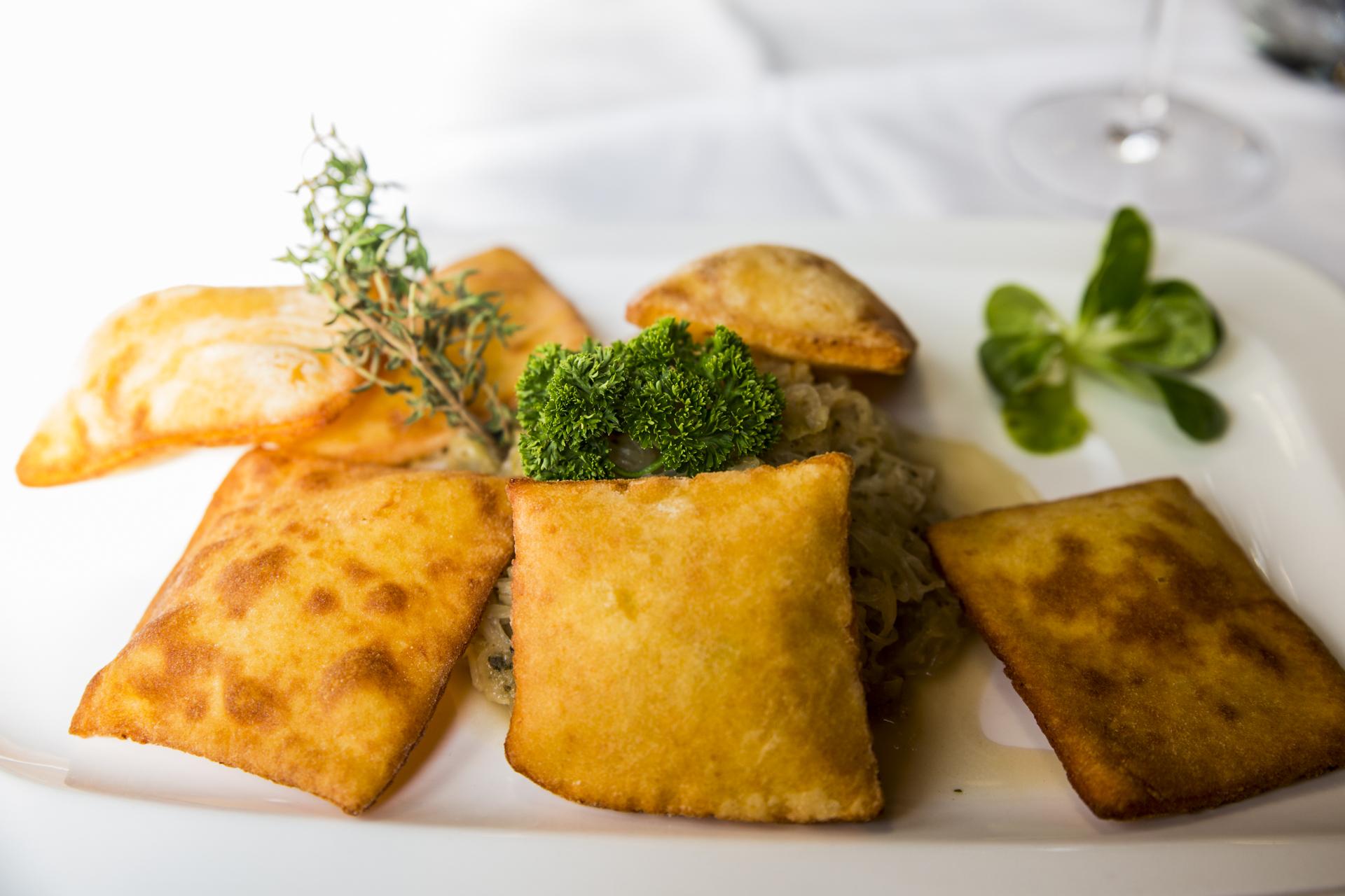 Kartoffelblattln mit Sauerkraut: Winterliche Schmankerl zum Nachkochen