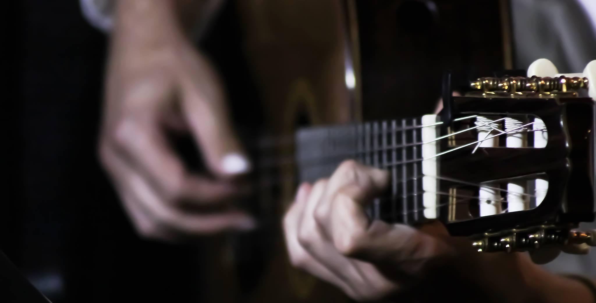 Saitenspiele: Martin Wesely und sein Gitarren-Zauber